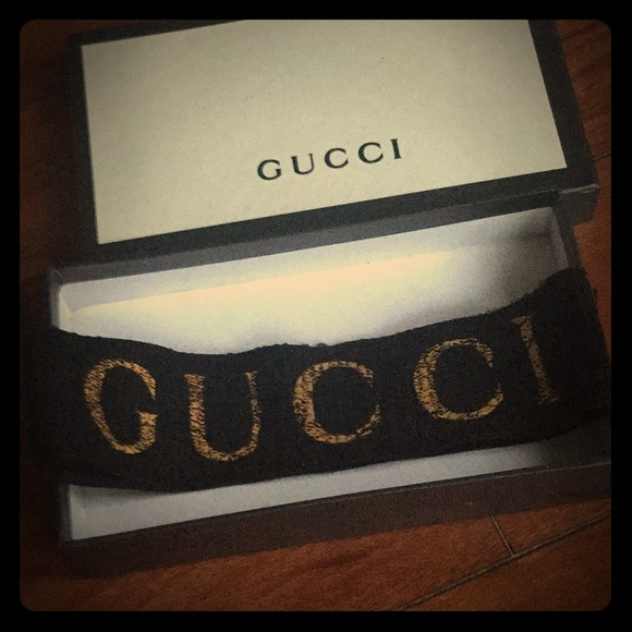 35cec3cc113 Accessories - Gucci Black and Gold headband